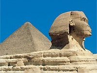 Sphinx mit Cheops-Pyramide in Gizeh